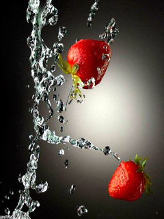 Strawberries in water splashes
